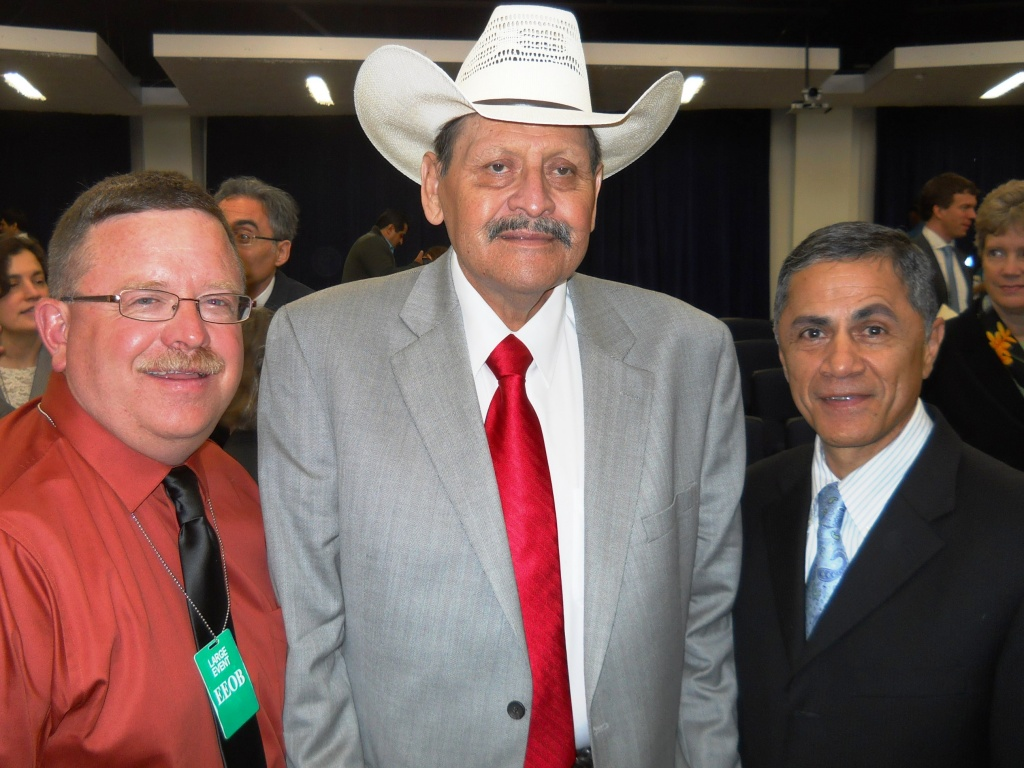 U.S. Federal Highway Administration Administrator Victor Mendez, right, poses with Cody Beers of WYDOT and Big John Smith at the Champions of Change event in Washington, D.C. (WYDOT)