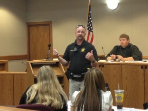 Marshall explaining procedures during the trial. (eo)