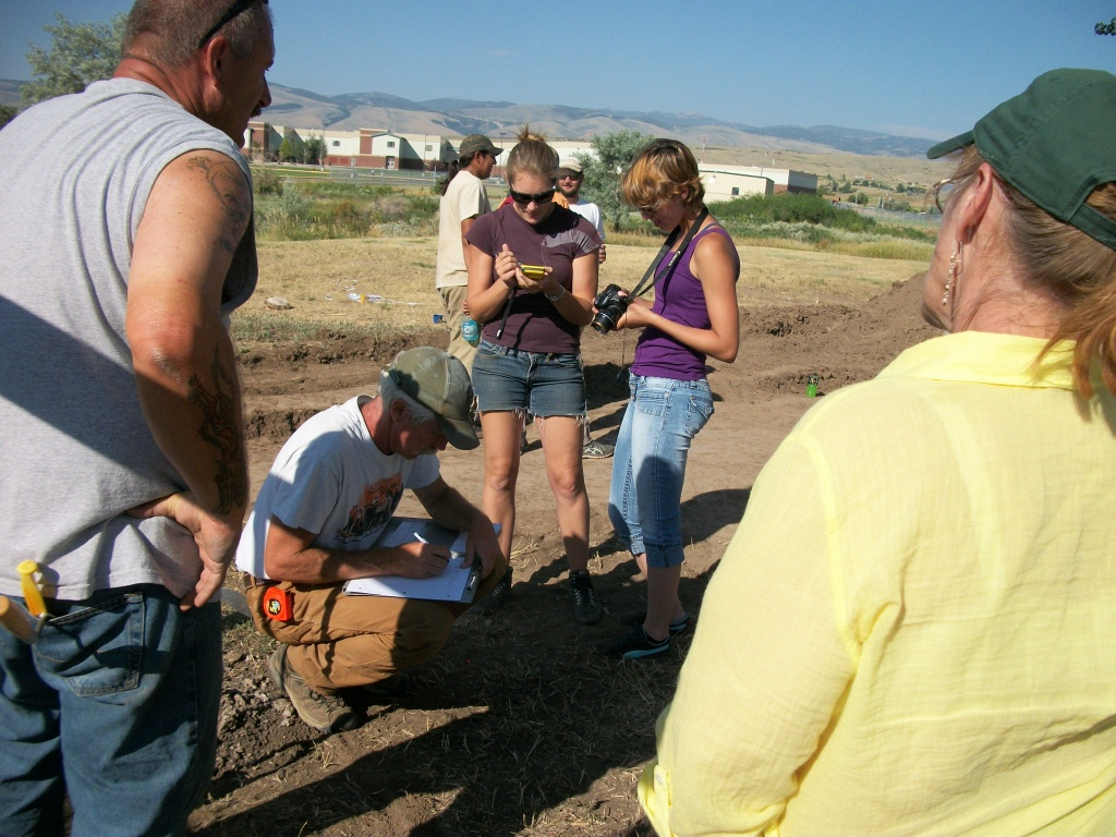 Central Wyoming College and Wyoming State Archaeologist Danny Walker investigate the gravesite. Photo by Jim Stewart.
