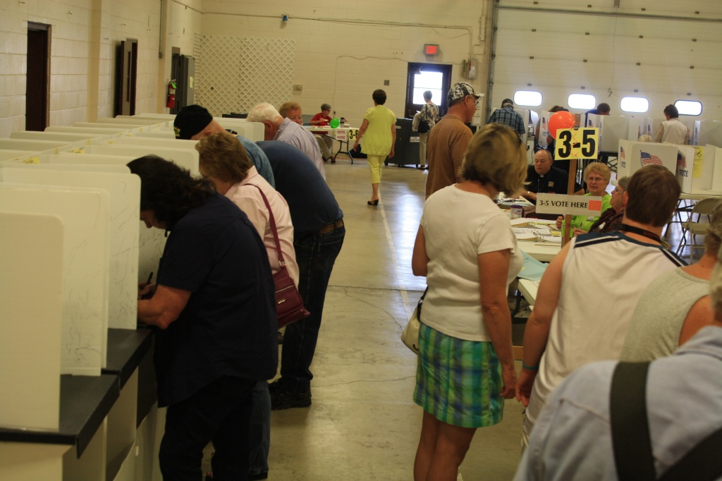 Voters were lined up at Riverton Precinct 3-5 at 11 a.m. Aug 19. (Ernie Over photo)