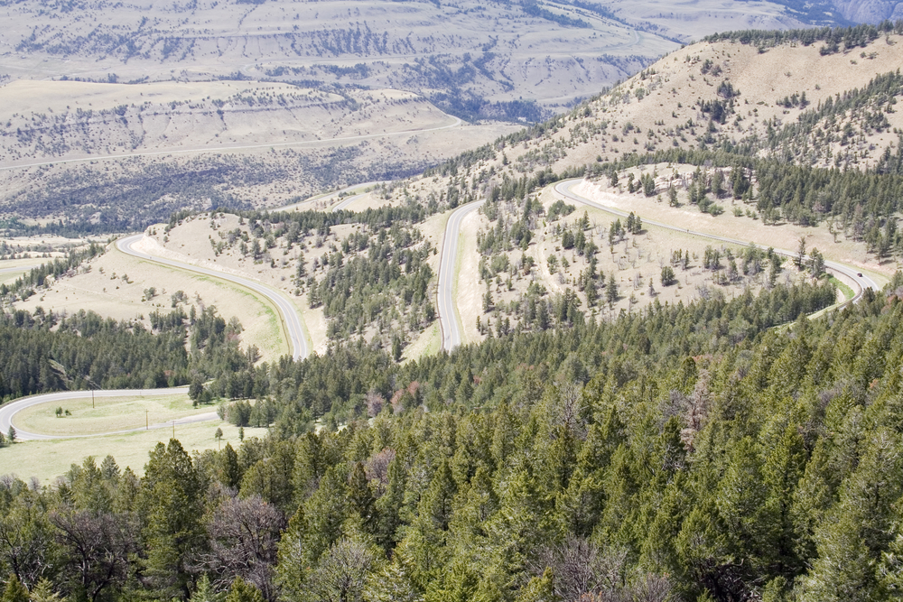 The Chief  Joseph Scenic Highway in Northwest Wyoming. (Jason Maehl/shutterstock.com _