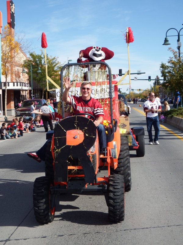FCSD#25 Superintendent Terry Snyder drove a tractor pulling the Central Office Staff float that included Wally Wolverine in the back during the homecoming parade. (Ernie Over photo)