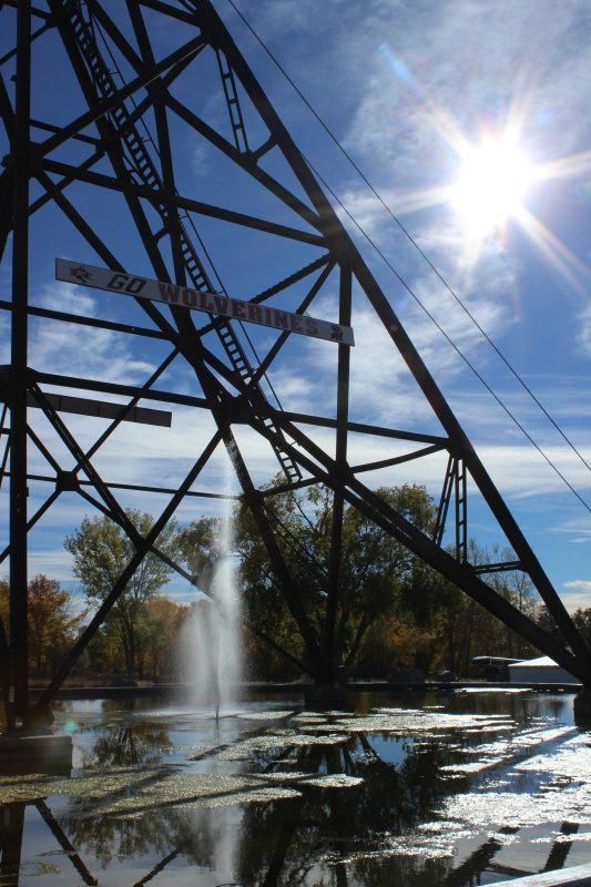 A mining headframe over the fountain at U.S. Energy Corp. in Riverton. (Photo by CWC's Jerin Cooper )