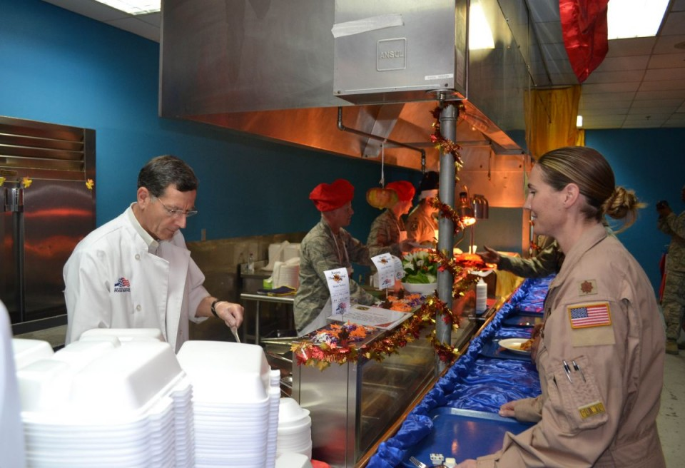 Sen. John Barrasso serving Thanksgiving Dinner to members of the 187th Airlift Squadron.