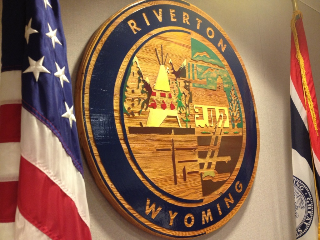 Riverton City Seal and flags (eo)